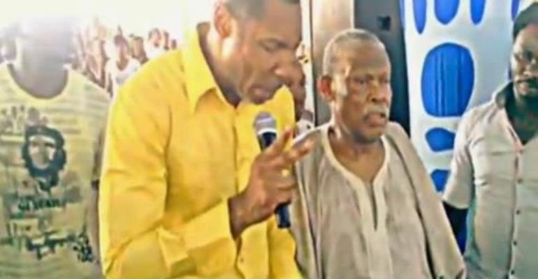 Pastor Sign Fireman (L) with Enebeli Elebuwa during the alleged healing