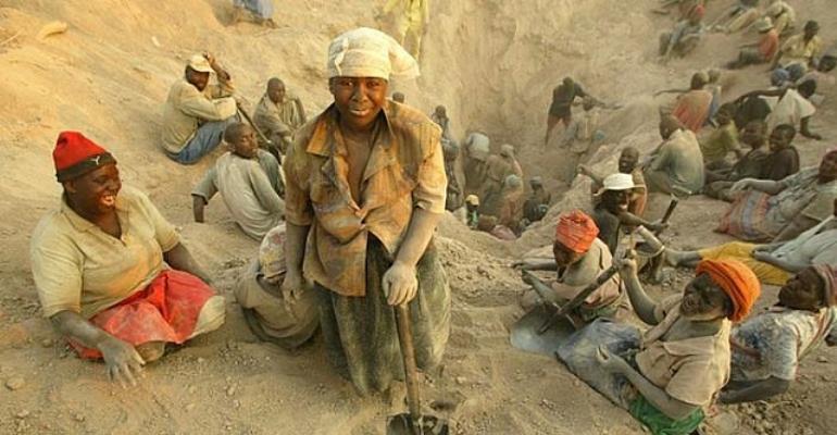 Women Digging Diamond In Zimbabwe