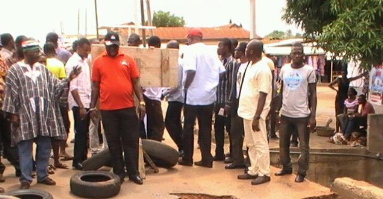 MINISTER ORDERS IMMEDIATE RECONSTRUCTION OF BROKEN CULVERT AT AGORMANYA