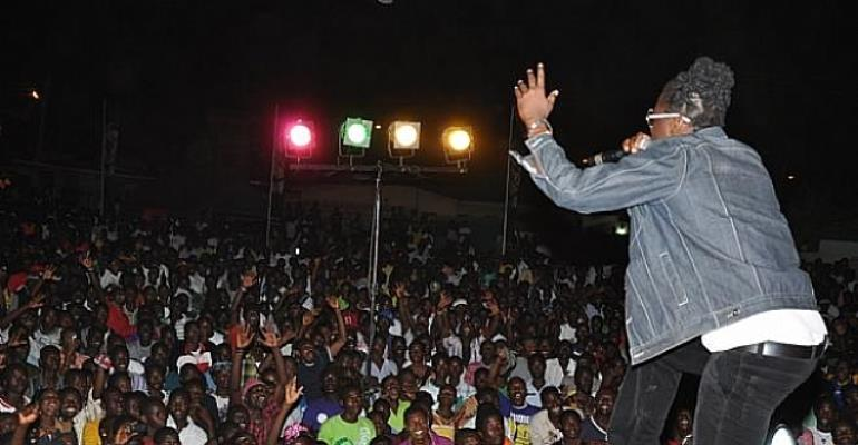 Samini performing at last year's Y FM Area Codes Jam