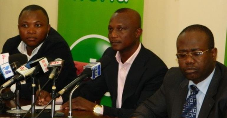 Kwesi Appiah flanked by Saani Diarra and Kwesi Nyantekyi