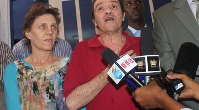 South African couple kidnapped by pirates in the Indian Ocean, Bruno Pelizzari (R) and Deborah Calitz.  By Mohamed Abdiwahab (AFP)