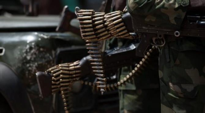 A chain of bullets hang from the butt of a rifle of a Congolese National Army soldier in Minova, on November 26, 2012.  By Phil Moore (AFP/File)