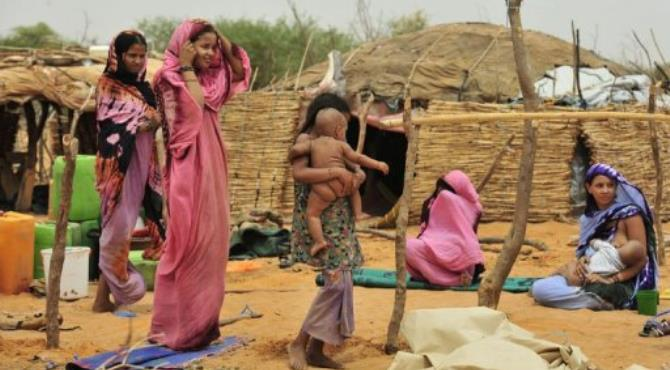 Refugees from northern Mali mill around at the Malian refugee camp in the village of Dibissi.  By Issouf Sanogo (AFP/File)