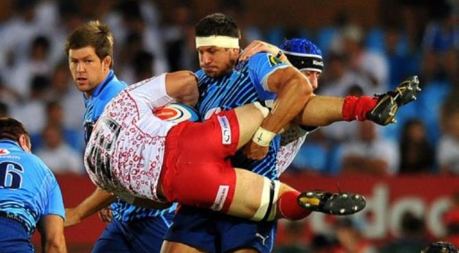 Jano Vermaak (C) of The Bulls tackles Liam Gill of the Reds.  By Alexander Joe (AFP)