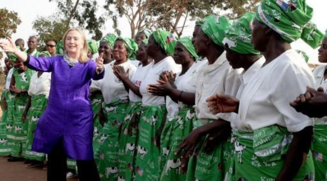 US Secretary of State Hillary Clinton (L) dances with Malawian women.  By Amos Gumulira (AFP)