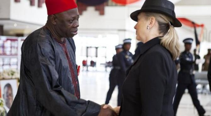 Ghana's Foreign Minister Alhaji Muhammad Mumuni (L) greets US Secretary of State Hillary Clinton (R).  By Jacquelyn Martin (AFP/POOL)