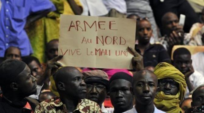 Residents from Northern Mali met in Bamako, demanding weapons.  By Issouf Sanogo (AFP/File)