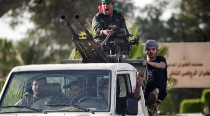 Government forces arrive for talks with the Al-Awfya brigade that overran the Tripoli airport.  By Gianluigi Guercia (AFP/File)