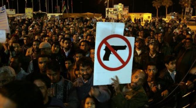 Protestors show opposition to arming militiamen.  By Abdullah Doma (AFP/File)