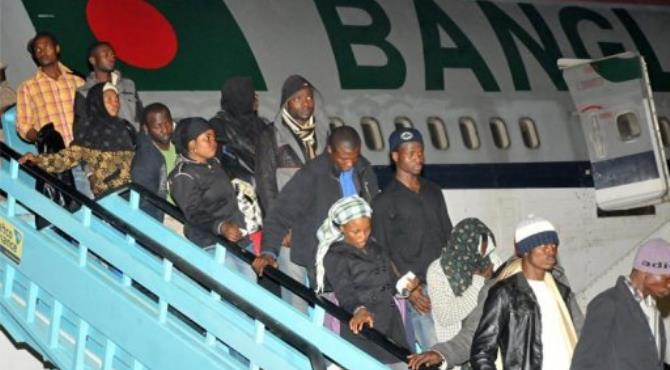 A batch of Nigerian citizens rescued from Libya arrives at Nnamdi Azikiwe international airport in Abuja in 201.  By  (AFP/File)