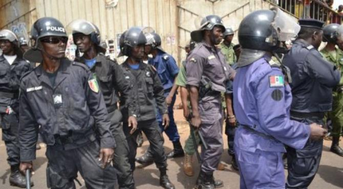 Police arrive to break up an opposition rally in the Matam district of Conakry.  By Cellou Binali (AFP)