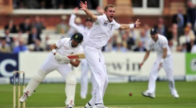 England's Stuart Broad (R) appeals unsuccessfully for the wicket of South Africa's Jacques Rudolph.  By Glyn Kirk (AFP)