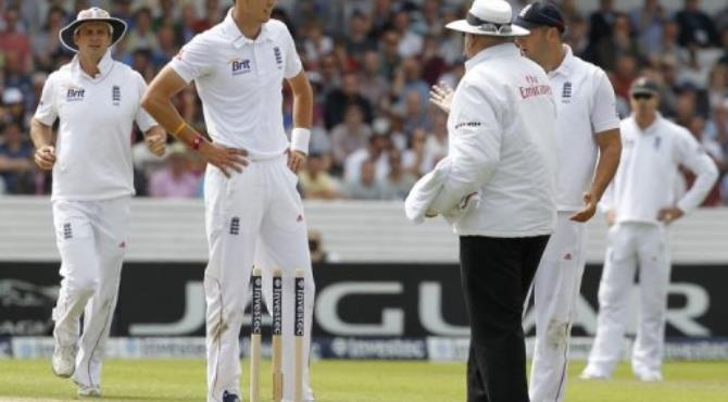 Umpire Steve Davis (right) talks to England's Steven Finn after he calls a dead ball.  By Ian Kington (AFP)