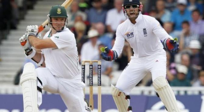 South Africa captain Graeme Smith (L) hits a shot.  By Ian Kington (AFP)