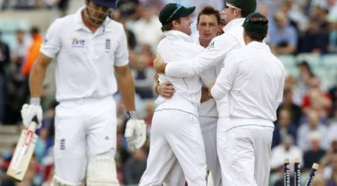 South Africa's Dale Steyn (3rd left) celebrates bowling England's Alastair Cook (left) for 115.  By Ian Kington (AFP)