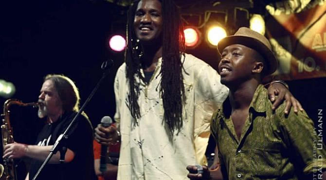 Louis Jean and Mthunzi  Fesi(left) giving tributes to the deceased South African Artist Lucky Dube by the 10th African Festival in Stuttgart this year.
