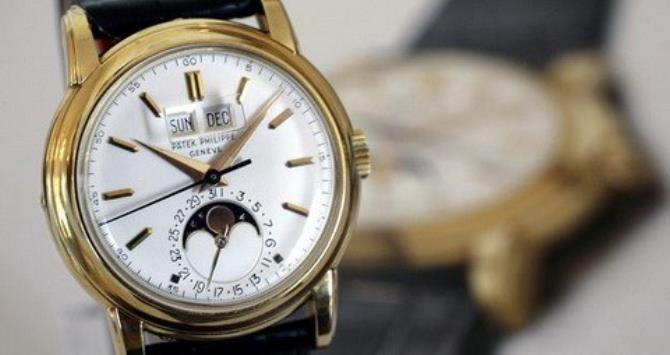 A Patek Philippe wrist watch, an 18K gold perpetual calendar watch with sweep centre seconds, phases of the moon and magnified calendar aperture, was manufactured in 1955.
