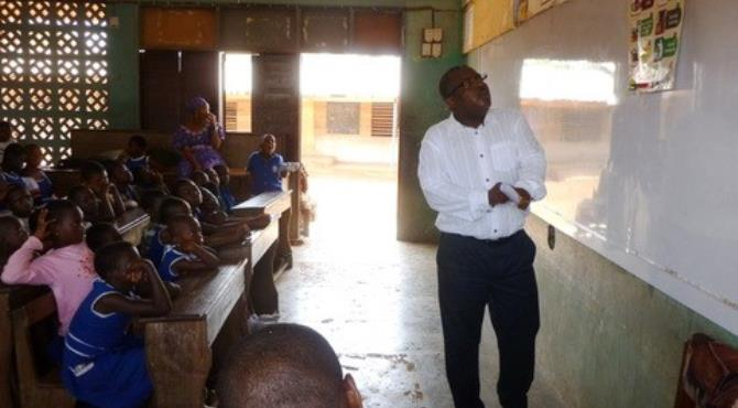 Philip Sowah, Managing Director of Airtel Ghana, taking the kids through some lessons on patriotism.