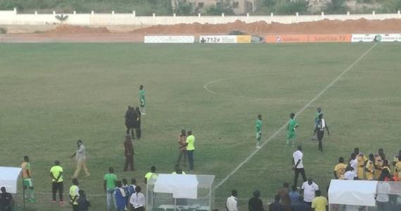 VIDEO... Elmina Sharks And Medeama SC Players Involved In Physical Fight