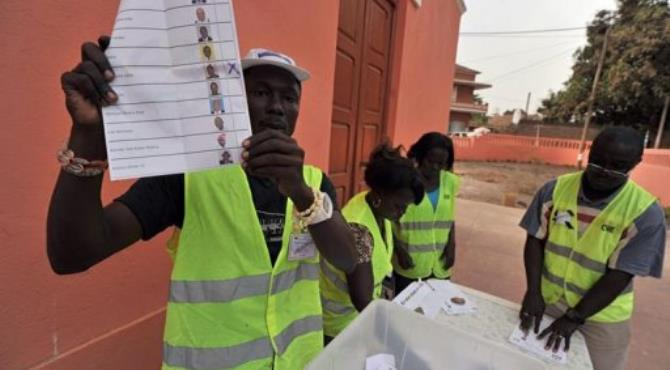 Electoral officers count ballot papers at the polling station in Bissau.  By Issouf Sanogo (AFP)