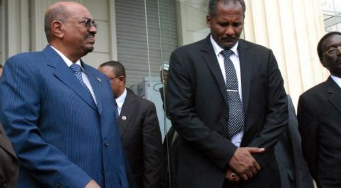 Sudanese President Omar al-Bashir (L) stands alongside members of the Sudanese delegation.  By Peter Martell (AFP)