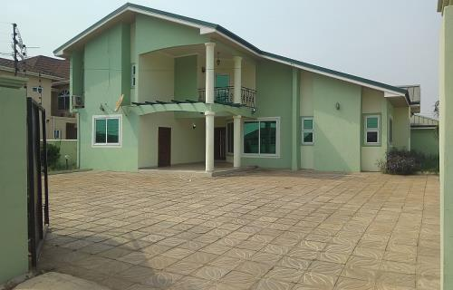 5Bedrooms House For Rent at Tema Comm25