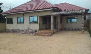 3 bedrooms to let at Oyibi -Toll Booth