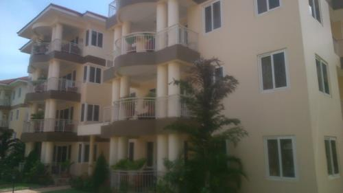 3 Bdrm Apt w/ Pool & Gym to let in Airport Res.