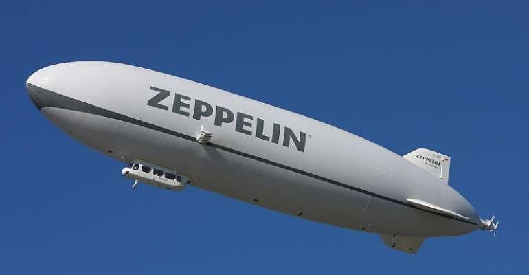 Zeppelin NT D–LZZF in flight (2010) - en.wikipedia.org