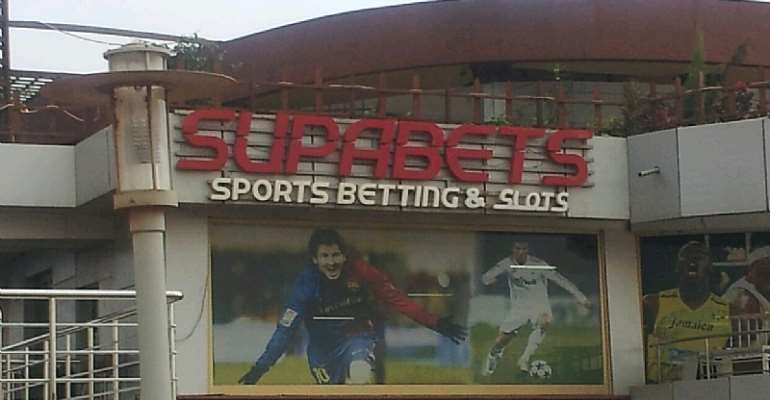 Angry Youth Lock Up Supabet Madina Branch For Non-Payment Of Wins