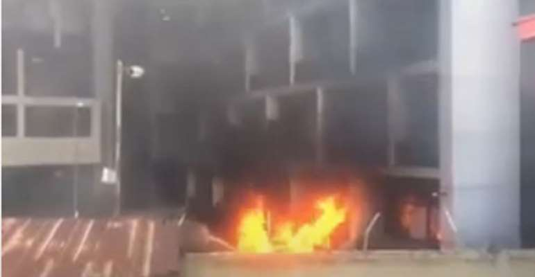 Nigeria: Hoodlums Burn Ports Authority Building In Lagos