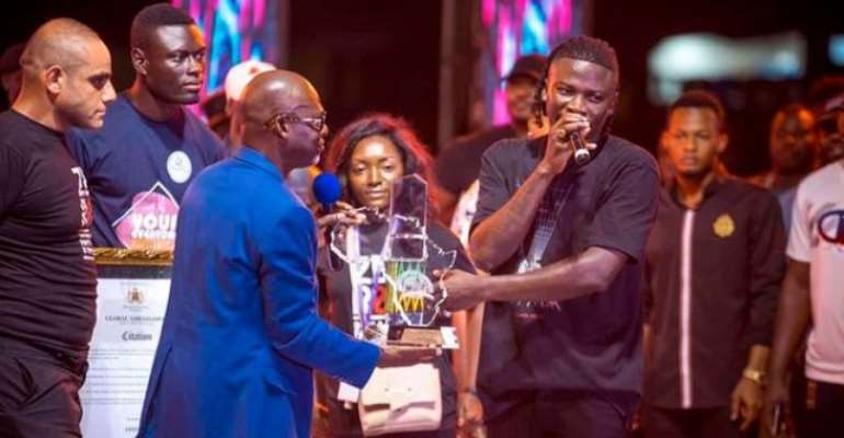 Stonebwoy receives Millennium Excellence Award at Zero Borla concert