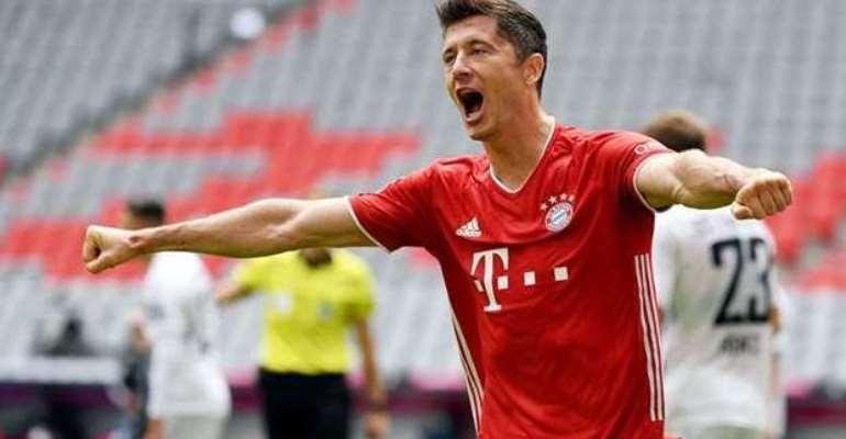 Lewandowski hits hat-trick as Bayern rout Frankfurt