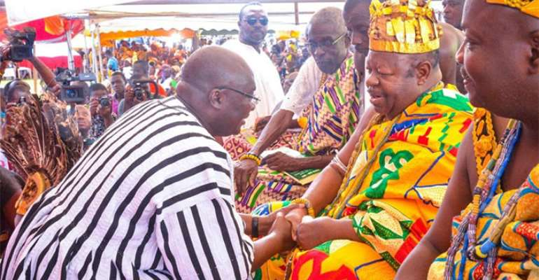 Vice-President Dr. Mahamudu Bawumia greeting Nene Sakite II of Manya Krobo