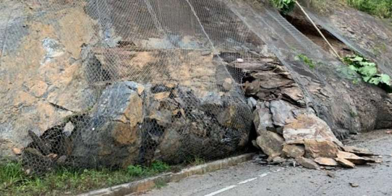 Section Of Aburi-Accra Road Closed Over Falling Rocks