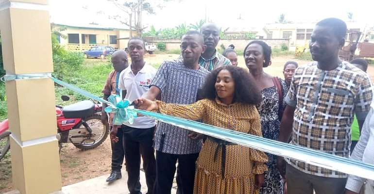 DCE hands Over Office Complex to YEA in the Asikuma-Odoben-Brakwa District
