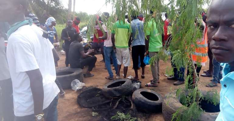 C/R: Why Is Gov't Treating Us This Way – Apam Drivers Protes Bad Roads