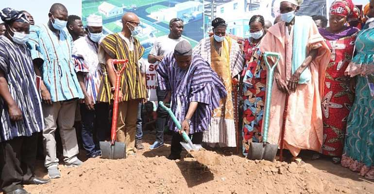 N/R: Regional Minister Cuts Sod for Integrated Waste Treatment Plant