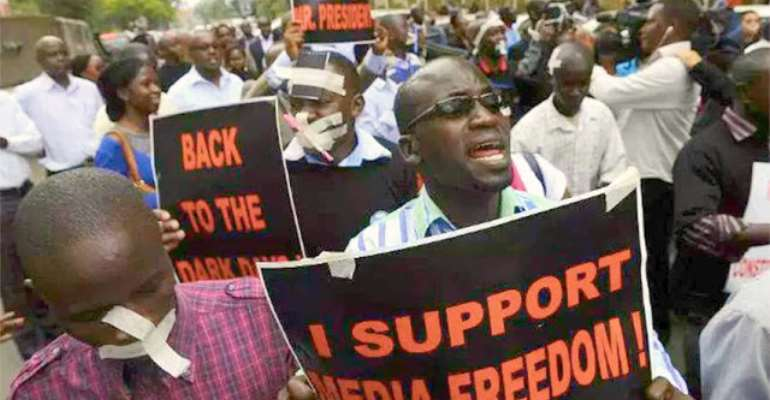 Journalists protesting against oppression, photo credit: Human Rights Watch