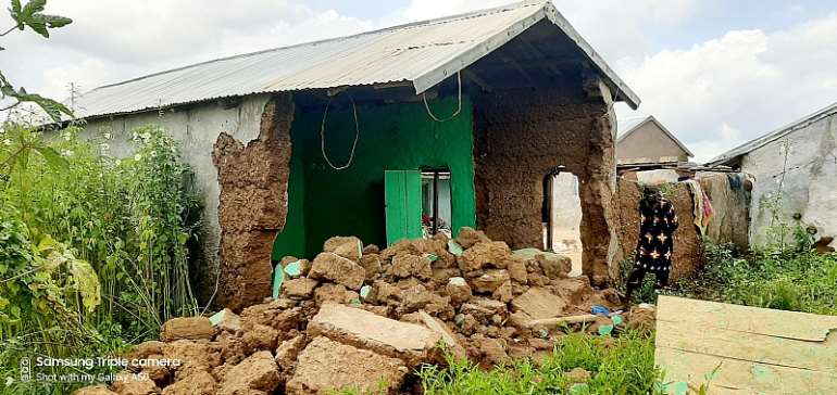 Collapse House Kills One, Injures Four