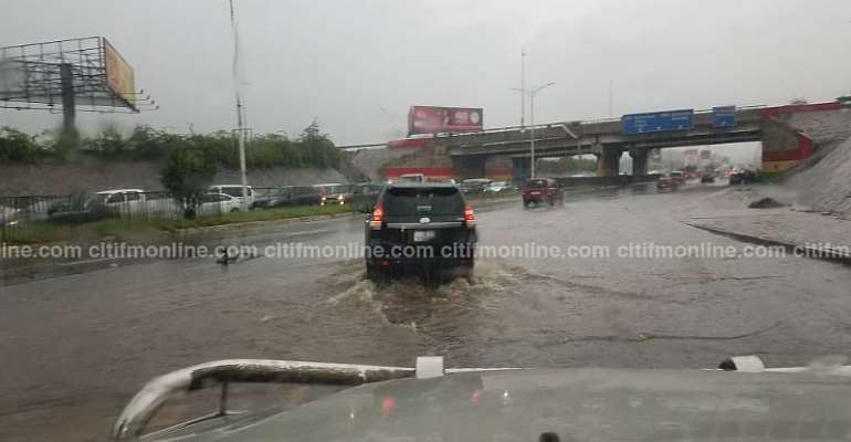 Photos: Friday Morning showers 'submerge' Accra, Immobilize Cars