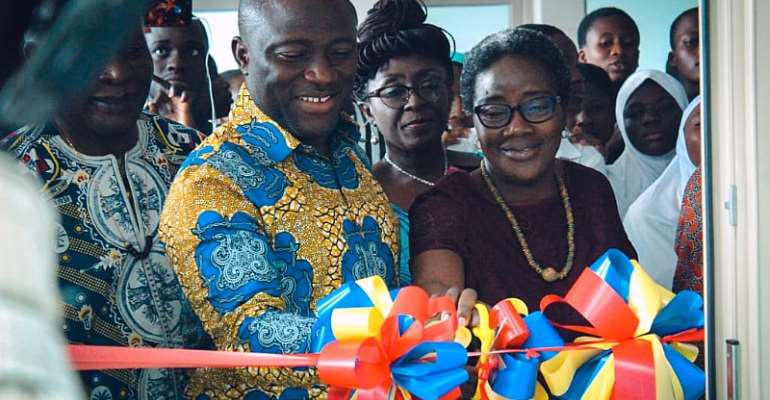Accra Mayor, Mrs Amissah-Arthur cut tape for new e-Ananse Library at AMA