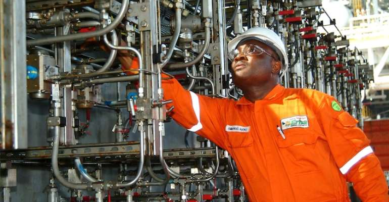 The oil and gas sector contributes to the growth of Africa. Photo credit: investmentgroup.org