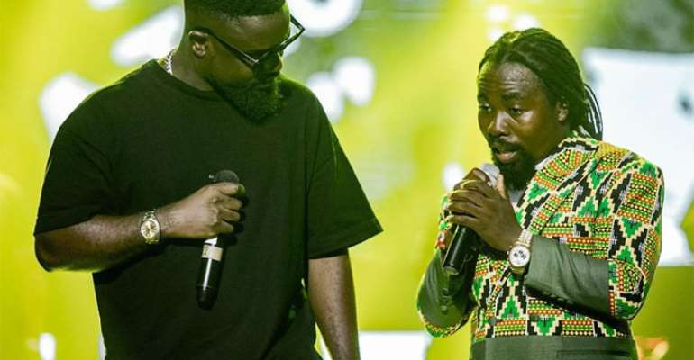 Sarkodie and Obrafour on stage