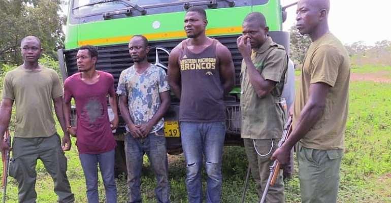 The suspects with Mole Par k security guards