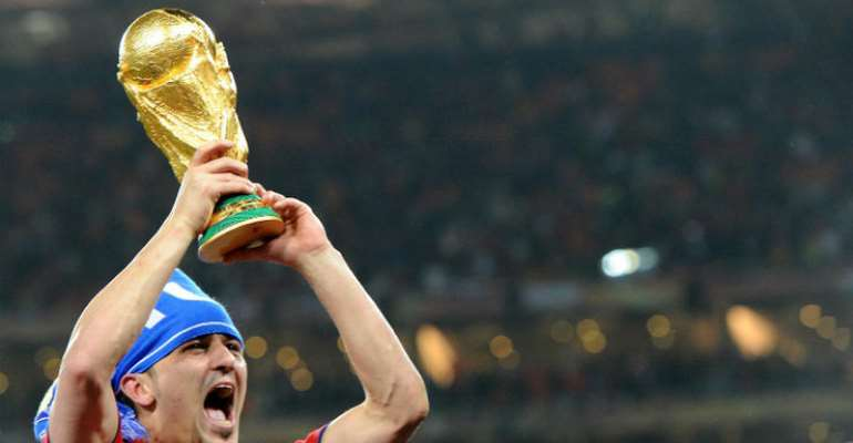 Spanish Star Striker Villa Retires From Football
