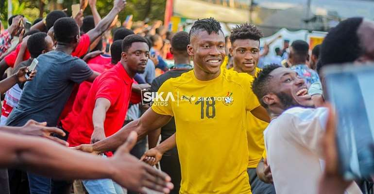 2021 AFCON Qualifiers: Black Stars Players Interact With UCC Students [PHOTOS]