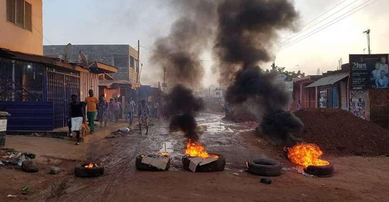 Ashaiman: Residents Burn Tyres, Block Roads To Protest Bad Roads