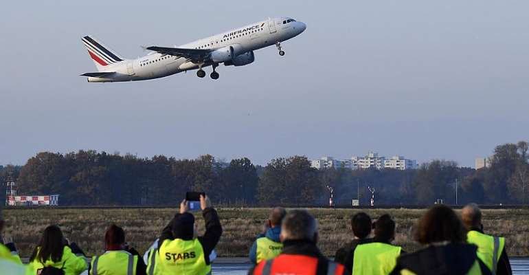 France ready to fork out further €6bn in Covid relief to bail out Air France
